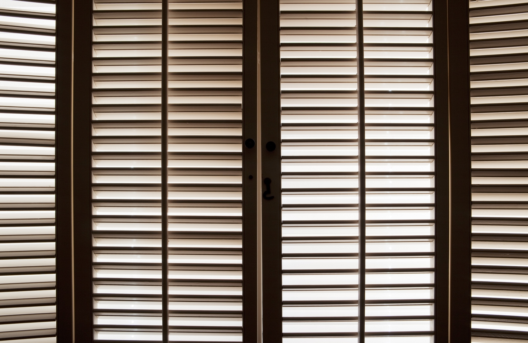 photodune-1479091-wooden-window-shutters-m